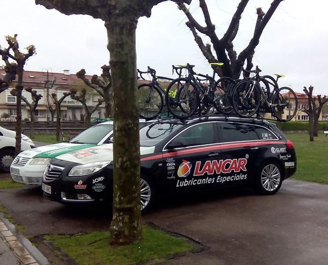 coche equipo ciclista lancar