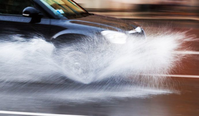componentes del coche revisión antes de la lluvia