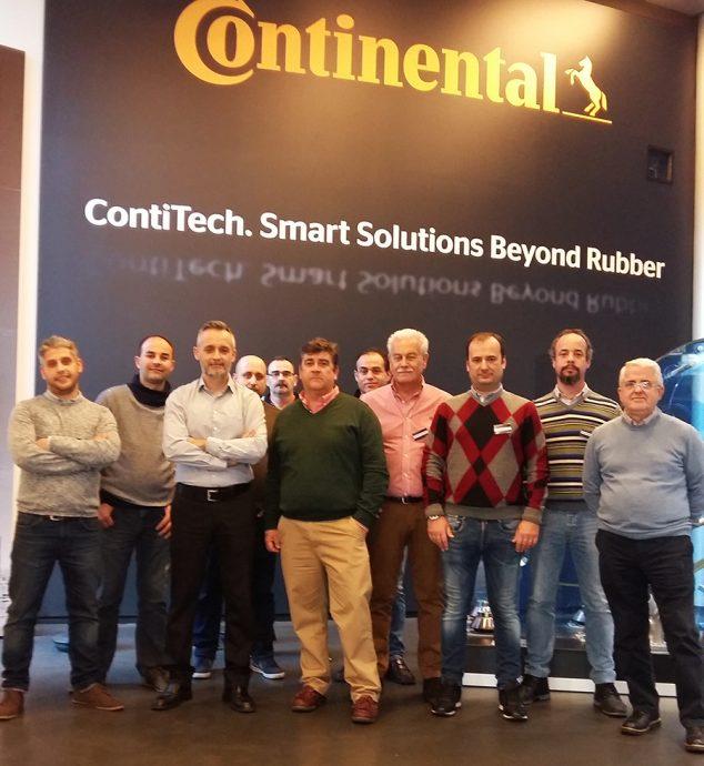 ContiTech viaje con miembros de Holy-Auto a sede central de Continental