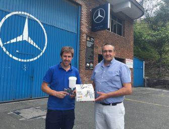 PPG obsequia con una Pistola de última generación a un taller Mercedes-Benz