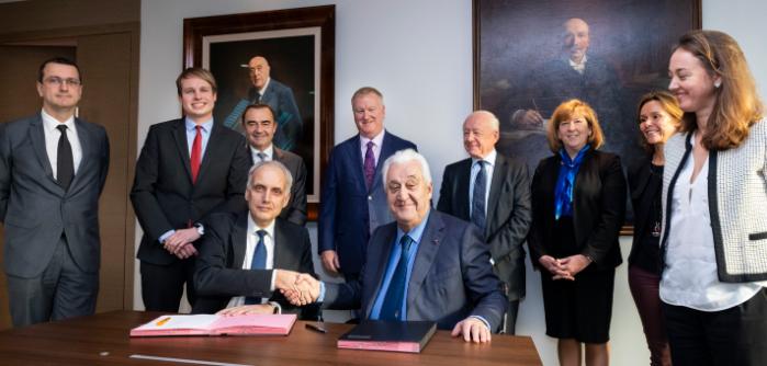 Hella y Plastic Omnium cooperación estratégica