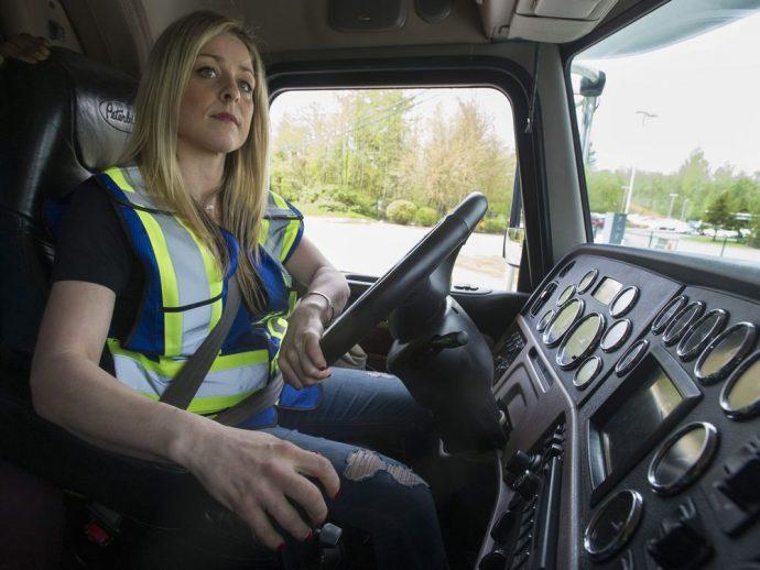 informe IRU escasez de conductores mujer en el transporte