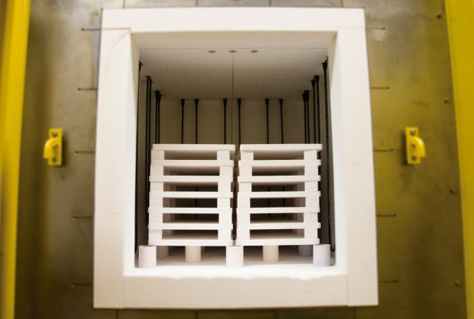 Interior del horno donde los sensores son sometidos a temperaturas de hasta 1.500°C durante tres horas