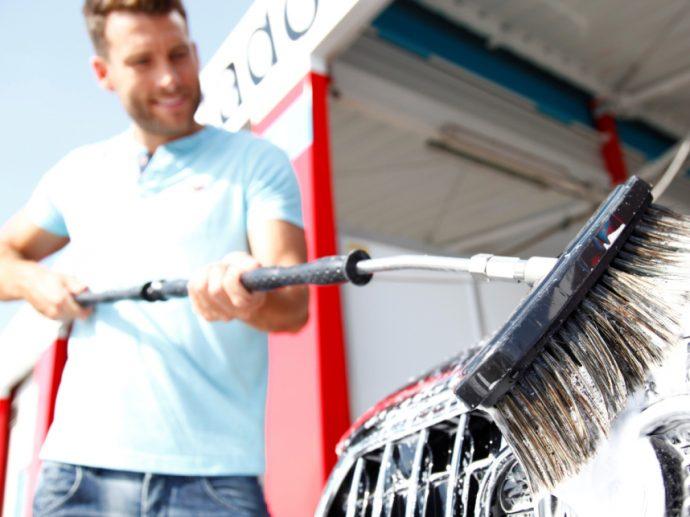 Istobal destaca los errores más habituales al lavar el coche en verano