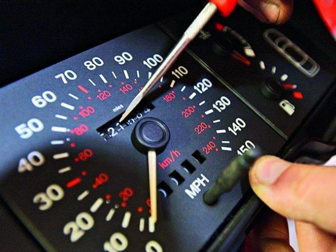 manipulación del cuentakilómetros