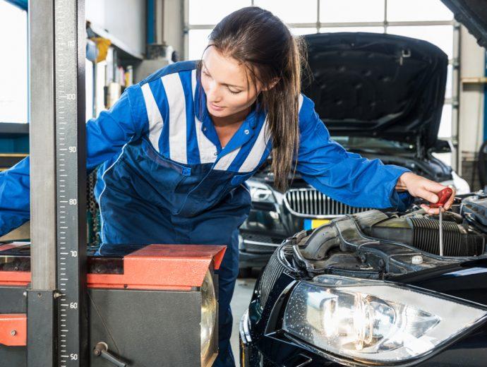 mantenimiento iluminación del coche talleres 2018