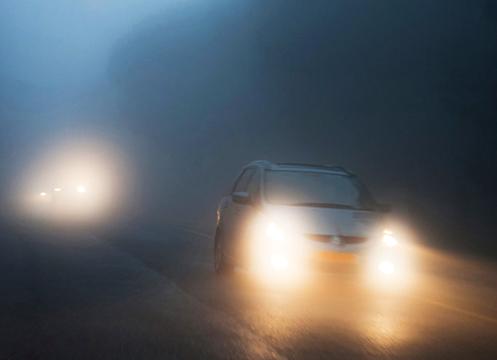 neumáticos de invierno e iluminación para conducir seguro