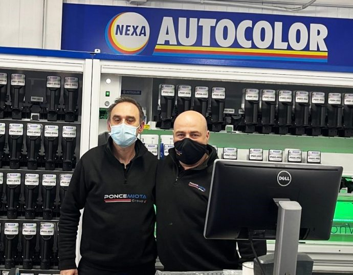 NEXA Autocolor comparte experiencia taller Ponce Miota con máquina mezcladora de pintura MoonWalk