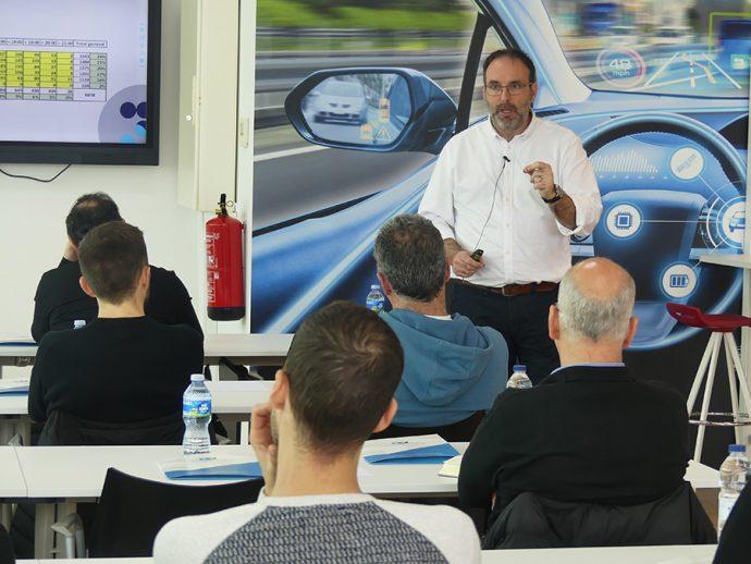 Raül Lleida formación en Grupo Vagindauto sobre el cliente digital del taller
