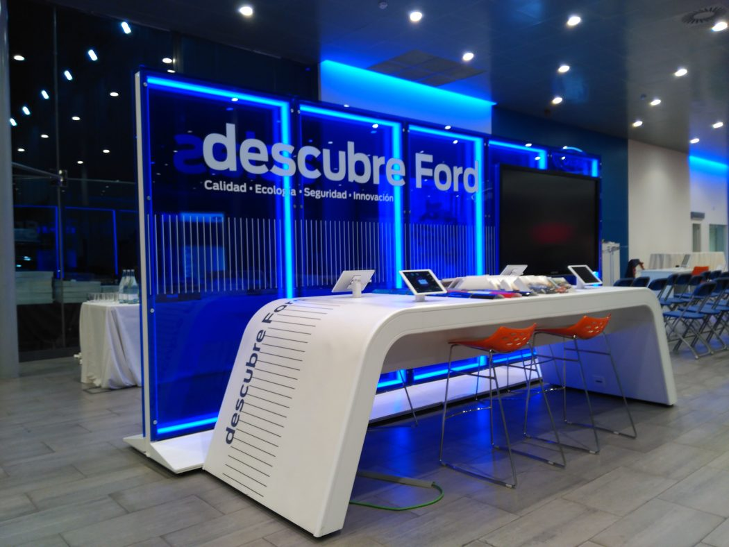 stand ford 1050x788