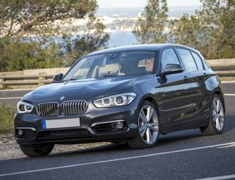 Pasos en la sustitución de las pastillas delanteras de un BMW Serie 1 Fase II