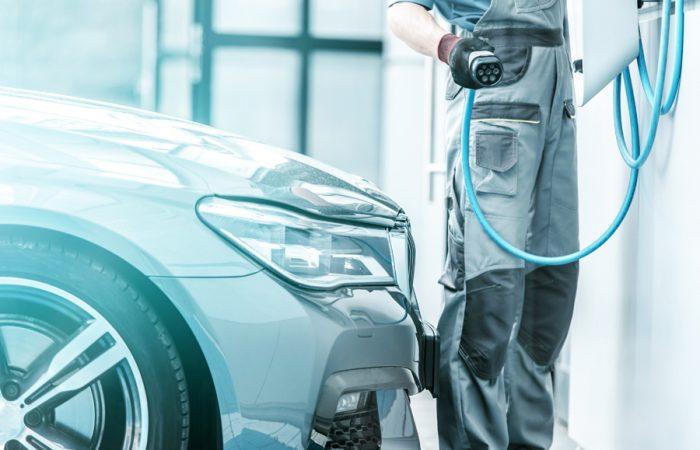 taller adaptacion coches electricos e hibridos 700x450