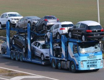 El transporte de portavehículos se manifiesta ante su mísera situación