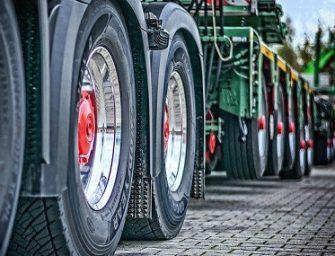 Los transportistas lamentan las nuevas exigencias de la ITV en neumáticos