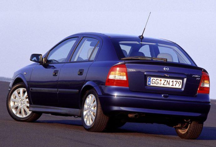 válvula de derrame de la bomba de inyección en un Opel Astra
