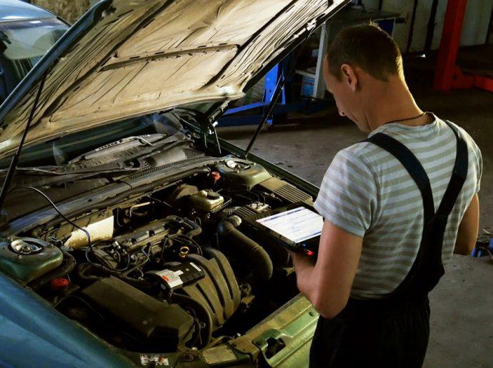 vehículo verdadero cliente del taller digitalizado