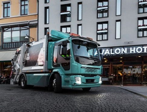 Volvo Trucks entrega primeros camiones eléctricos